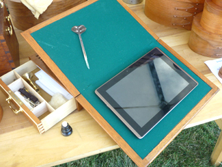 Hrinko - writing desk